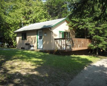 Cottage #7 - Right on the lakeshore